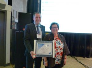 Un certificat spécial a été remis à Mme Christine Vaufrey de Thot Cursus.