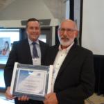 M. Patrick Maltais a accepté un certificat au nom de M. Jocelyn Nadeau (Directeur de l'éducation permanente du Campus d'Edmundston de l'Université de Moncton).