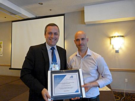 M. Dany Benoît a accepté un certificat au nom de Mme Lucie Pearson (Ministère de l'Éducation et du Développement de la petite enfance du Nouveau-Brunswick)
