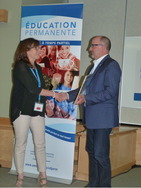 Mme Josée Longtin (Collège La Cité) accompagnée de M. Hubert Lalande, vice-président du REFAD.